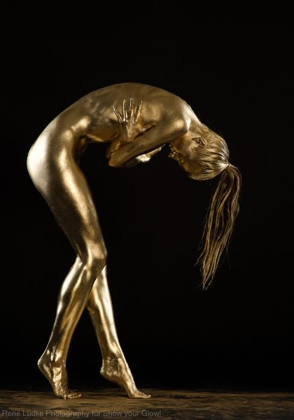 gold body painting